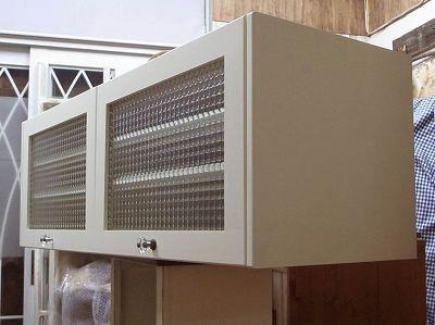 リトルパインの手作り家具 ナチュラルガラスキャビネット ソフトダウンステー付