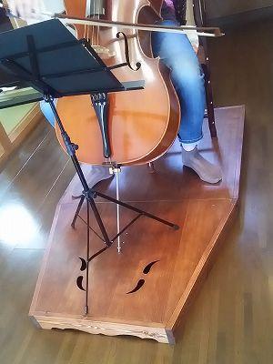 チェロ演奏台