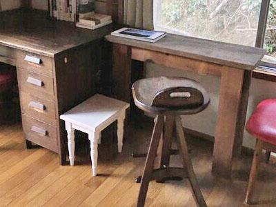 ビンテージウッドのディスプレイテーブル